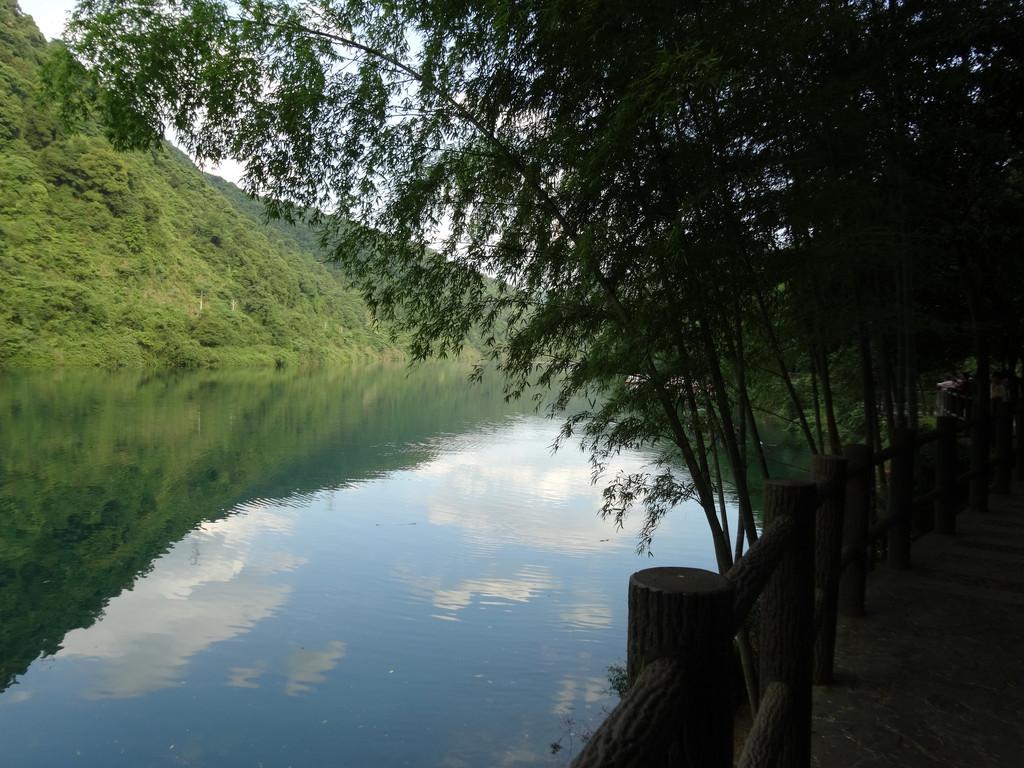 东江湖风景区 游船 东江湖风景区 游船 起雾了,蓝天,青山,碧水,绿江!