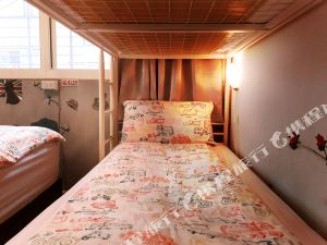 台北西门町三只老虎青年旅社(Taipei Triple Tiger Hostel)