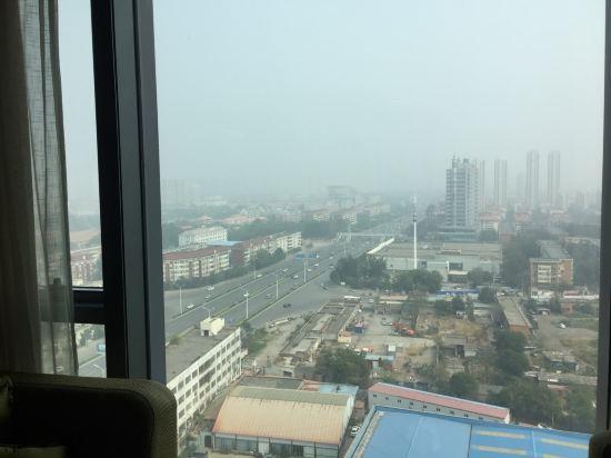 离飞机场之后12km,地铁直达机场和天津站