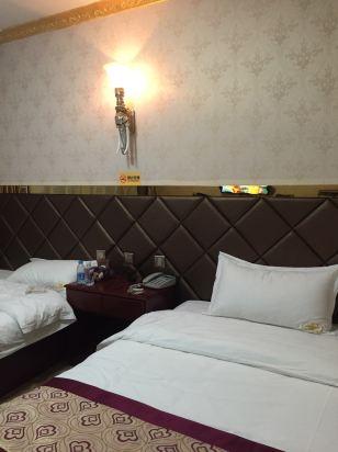 酒店离塔尔寺