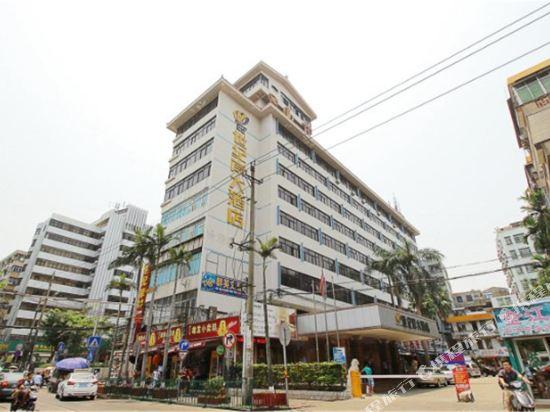 海南世纪岸大酒店位于海口市南宝路南宝电脑城斜对面,毗邻明珠广场