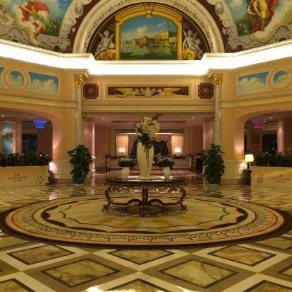 内部装潢非常吸引人,欧式范儿.酒店位子也不错.巢湖湖边上.