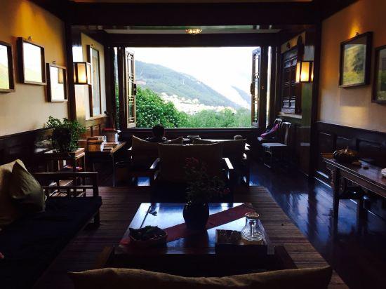 维西松赞塔城酒店