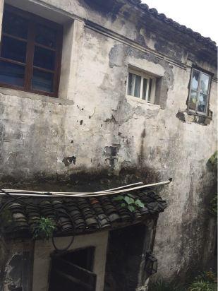 8分 发表于2015-11-18 江南水乡的老房子,烟雨蒙蒙,微微的霉为,滴答