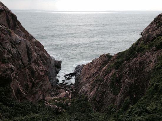 """ style=""color:#0066cc;cursor:pointer;"">联系方式     分界洲岛海钓会所隶属于陵水环球旅业发展有限责任公司,坐落于美丽的热带岛屿-分界洲岛,国内首家5A级海岛型旅游景区,独特的地理位置,造就了分界洲岛迷人的热带气候及景观,被称为是浮在南海上的美丽遗世孤岛,海水洁净,提供潜水、海钓、海底潜艇观光、游艇、海豚表演、鲸鲨观光、住宿、餐饮、海岛婚礼等旅行服务。      分界洲岛被称为是心灵的分界岛、坠落红尘的天堂、一个可以发呆的地方。      小岛位"