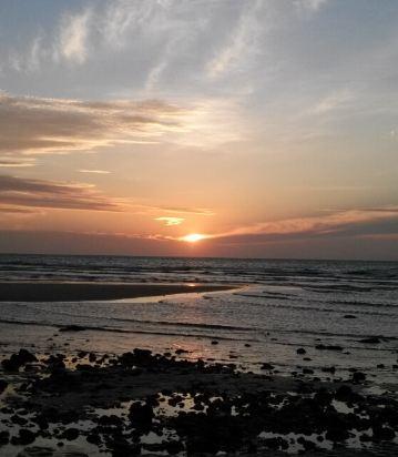 涠洲岛贝壳沙滩滨海海景木屋