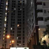Comfy 2BR Apartment at Serpo...